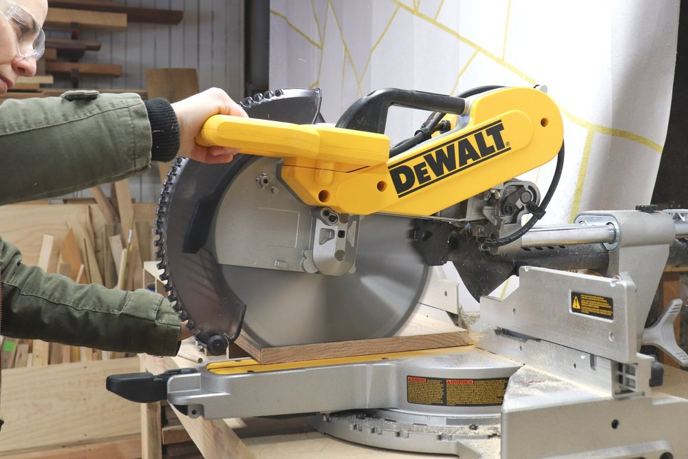 How To Cut Baseboard Outside Corners With Miter Saw 2